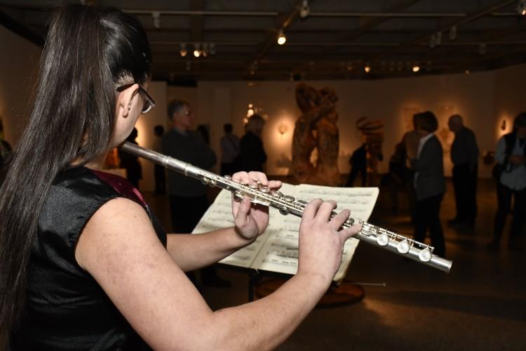 Musicienne flûte traversière