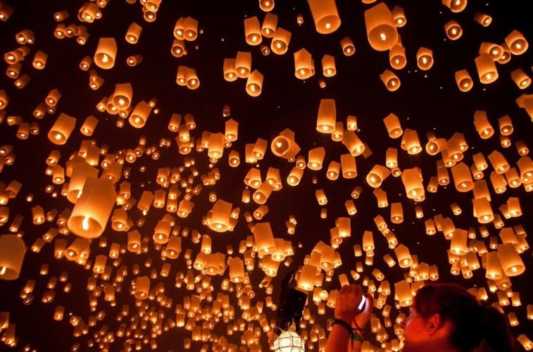 Envolée de lanternes asiatiques